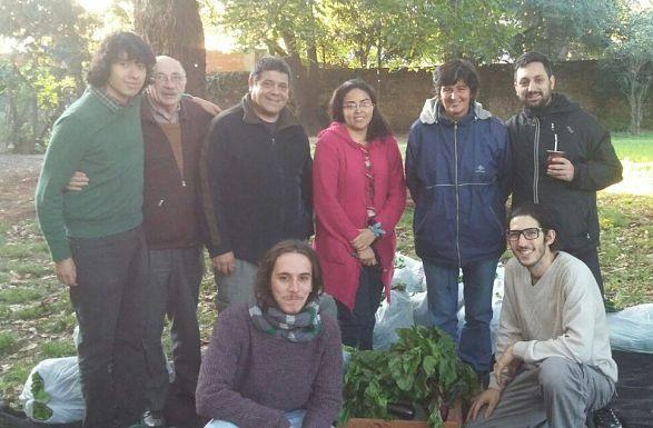 El equipo de la CaLiSa en un día de entrega de bolsones