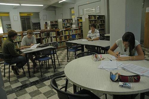 Alumnos en Biblioteca FAUBA
