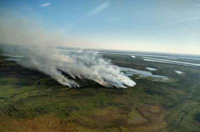 Vista aérea de algunos focos de incendio sobre las islas más cercanas a la ciudad de Rosario. Foto: analisisdigital.com