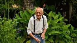 Juan José Valla en el Jardín Botánico de la FAUBA