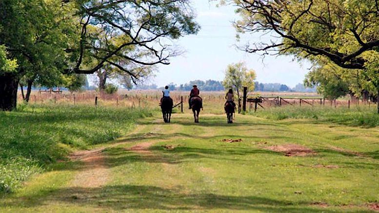 Casi el 90% de la población del país vive en ciudades, y cada vez más personas aprecian el turismo rural de proximidad. Foto: Municipalidad de Dolores (Pcia. de Buenos Aires)