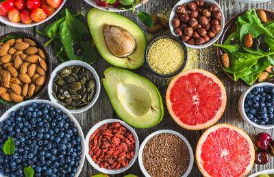 Una dieta saludable debe incluir vegetales frescos, frutos secos, carne de pescado y legumbres. Foto: myRepública
