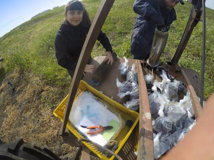 Tomar muestras de suelo en el campo y procesarlas en laboratorio es complejo y requiere mucho esfuerzo. Con nuevas tecnologías se está avanzando en realizar estudios in situ y con alta precisión
