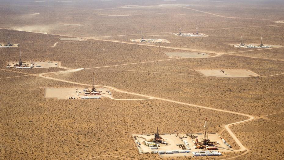 """""""Las tecnologías no convencionales para extraer hidrocarburos se basan en perforaciones verticales y horizontales, y al afectar grandes superficies provocan diversos impactos ambientales en los territorios"""" (T. Propato)"""